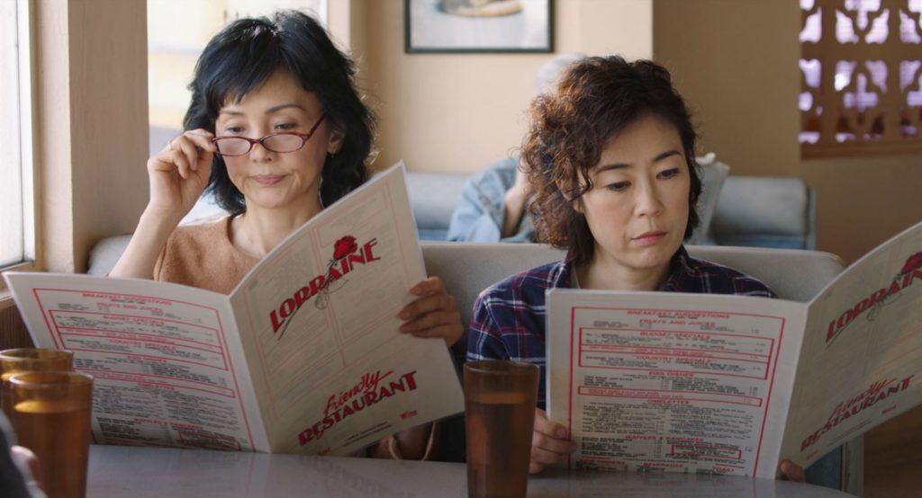 Setsuko-Lucy et sa soeur dans le resto d'un motel