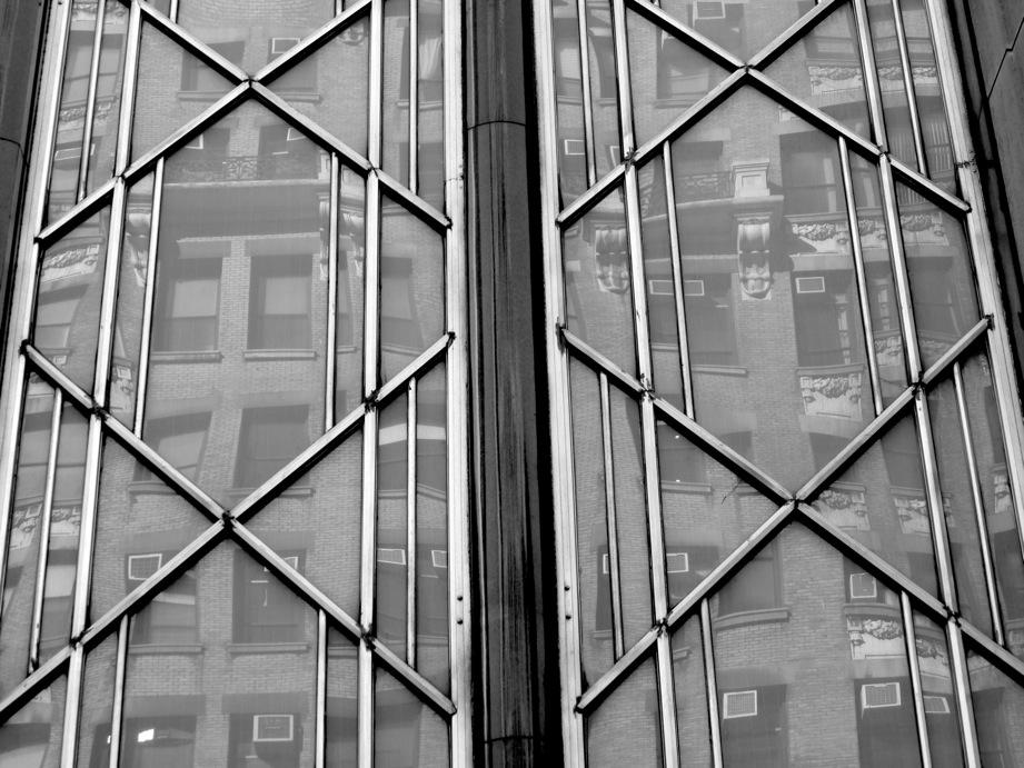 Reflets d'un immeuble dans les vitres d'un autre