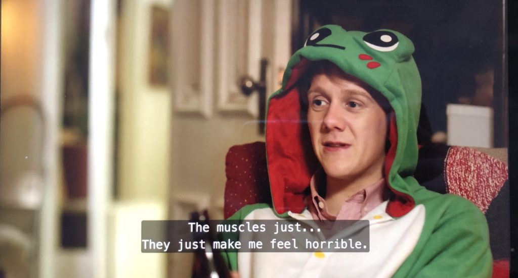 "Perso dans un hoodie grenouille ""The muscles just... They just make me feel horrible."""